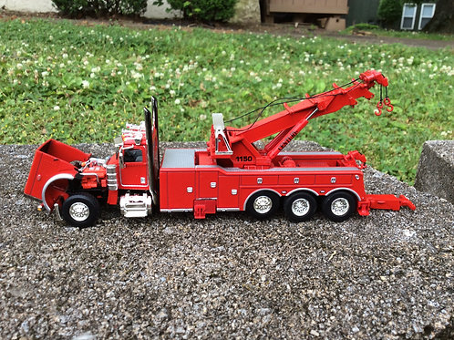 1:64 Scale Peterbilt®  389 with Century®  1150 Rotator  60-0881 Red