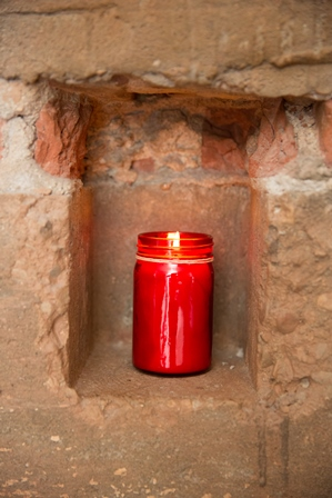 Red candle single (web)