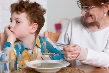 Dificultades alimentarias en niñ@s y adolescentes con TEA: ¿Qué podemos hacer?