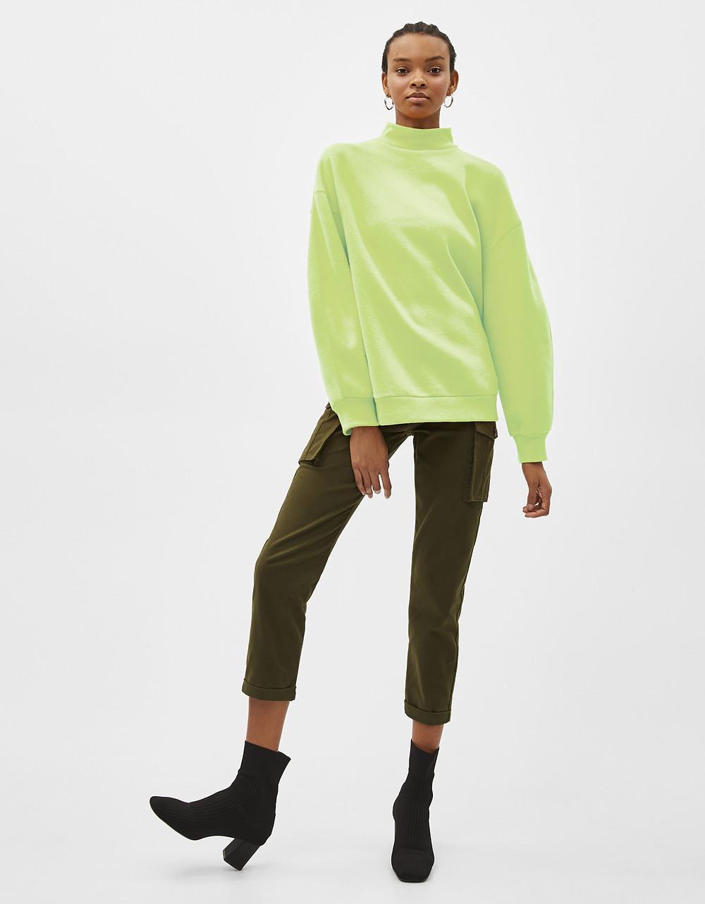 Sweatshirt with high collar, Bershka (9,09 €)