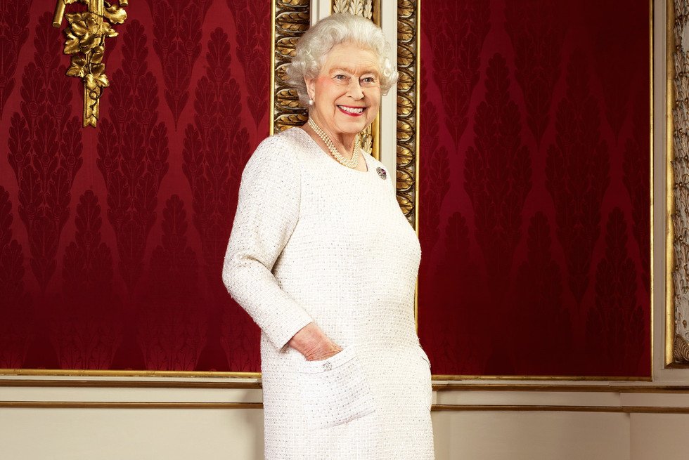 10 funny facts we can learn with the Queen's dresser new book