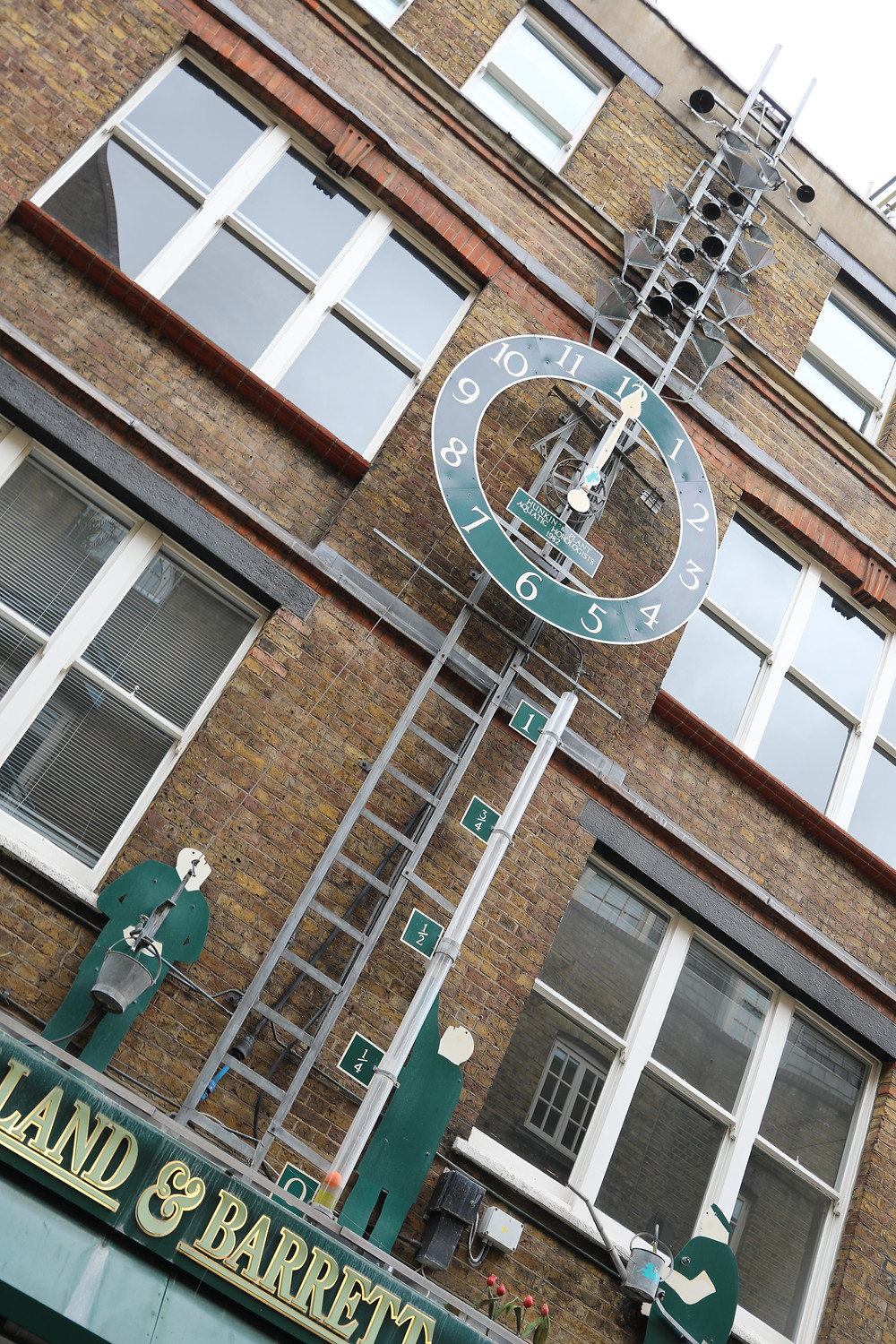 Neal's Yard Water Clock