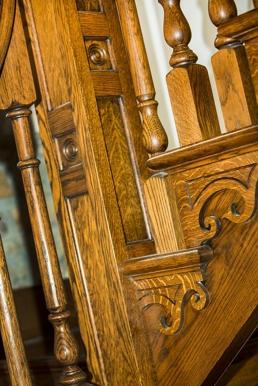 Oak stairway bannisters detail