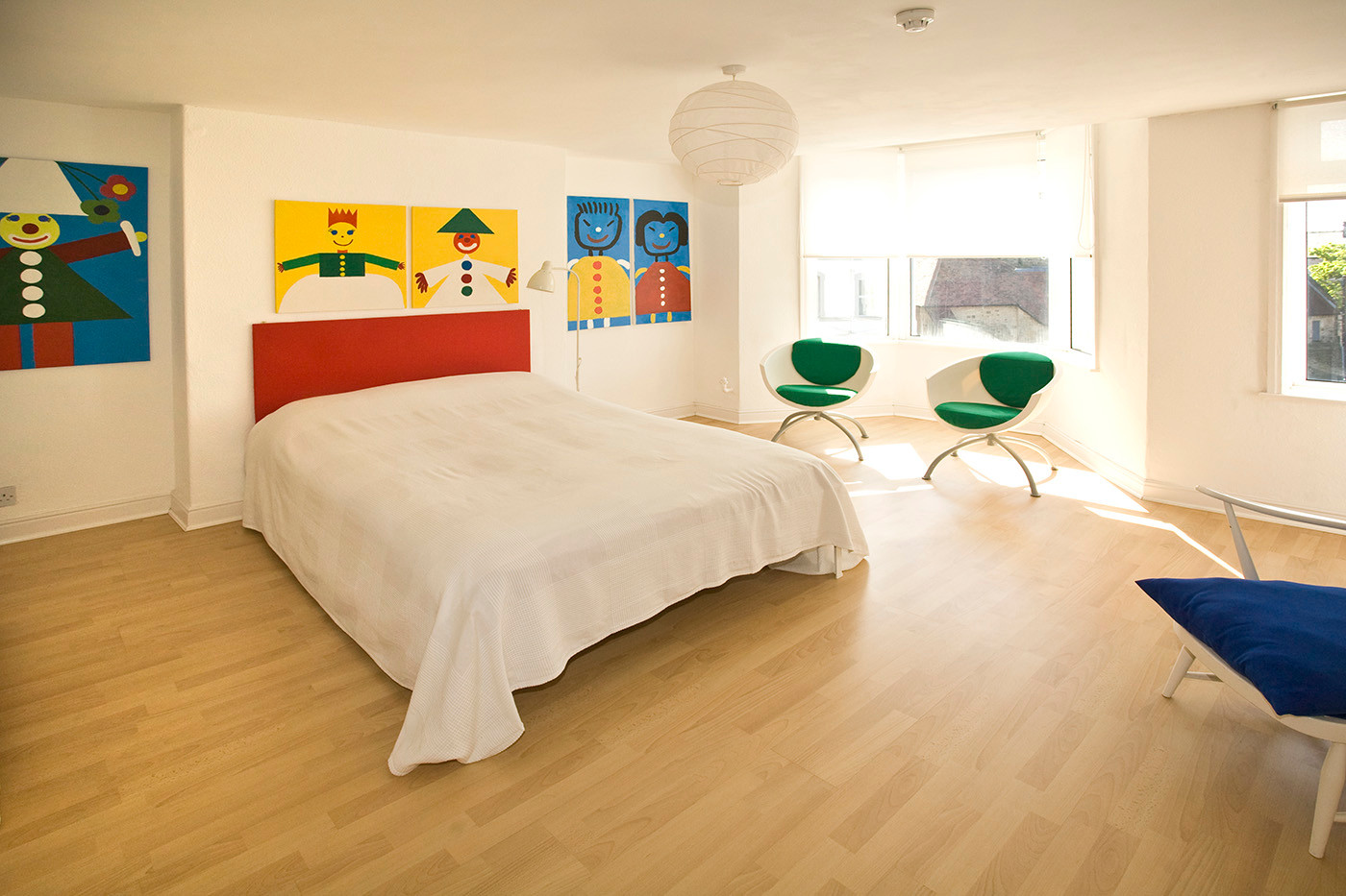 Contemporary colourful bedroom