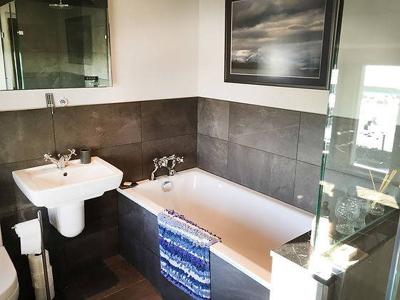 The Oak Room ensuite