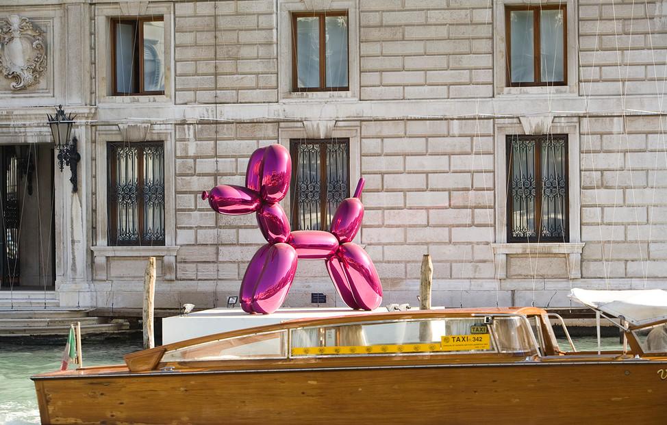 Jeff Koons Pink Balloon Dog Venice