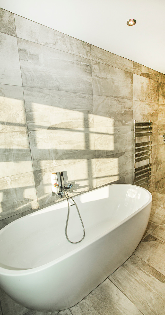 Free standing bath and modern tiles