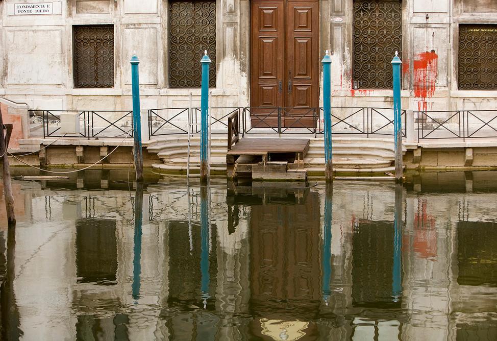Graffiti and reflections, Venice