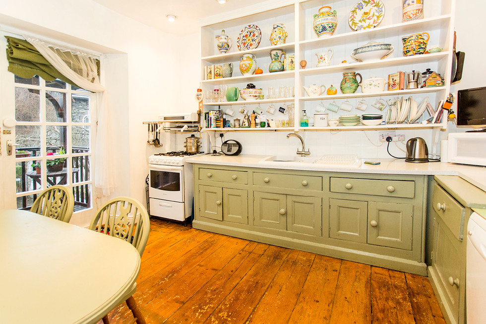 Cottagey kitchen Farrow and Ball paint