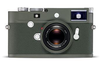 """【新聞圖片1】徠卡相機發佈最新款 M10-P """"Safari""""橄欖綠限量版,搭配"""
