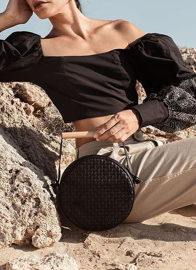 flaneur woven black low.jpg