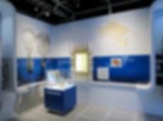 תערוכה מקירות אקריליים