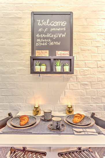 96GR-Dining-Table-Close-Up.jpg