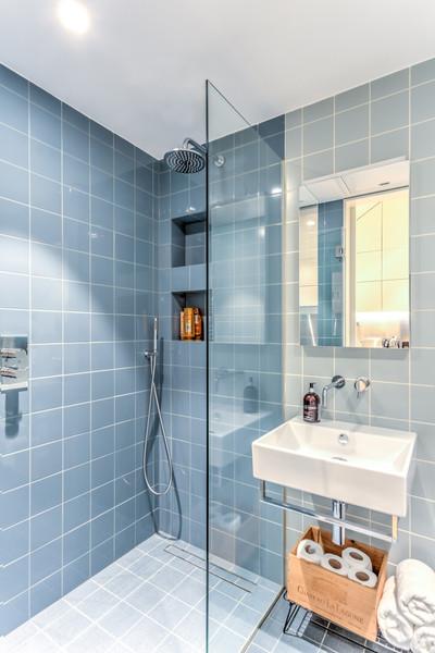 96GR-Bathroom-Shower-.jpg