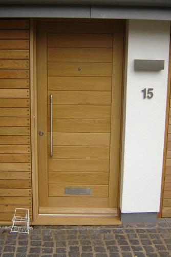 Euro-Oak-Front-Door.png