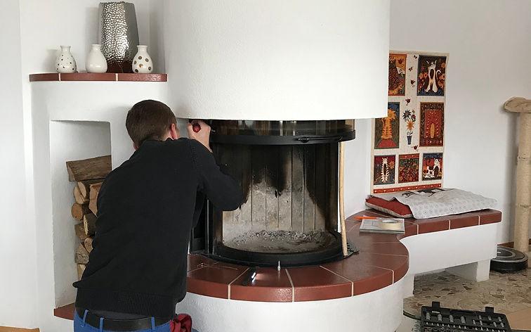 Reparaturarbiter an Kachelöfen und Kaminöfen werden von Fachkräften ausgeführt.