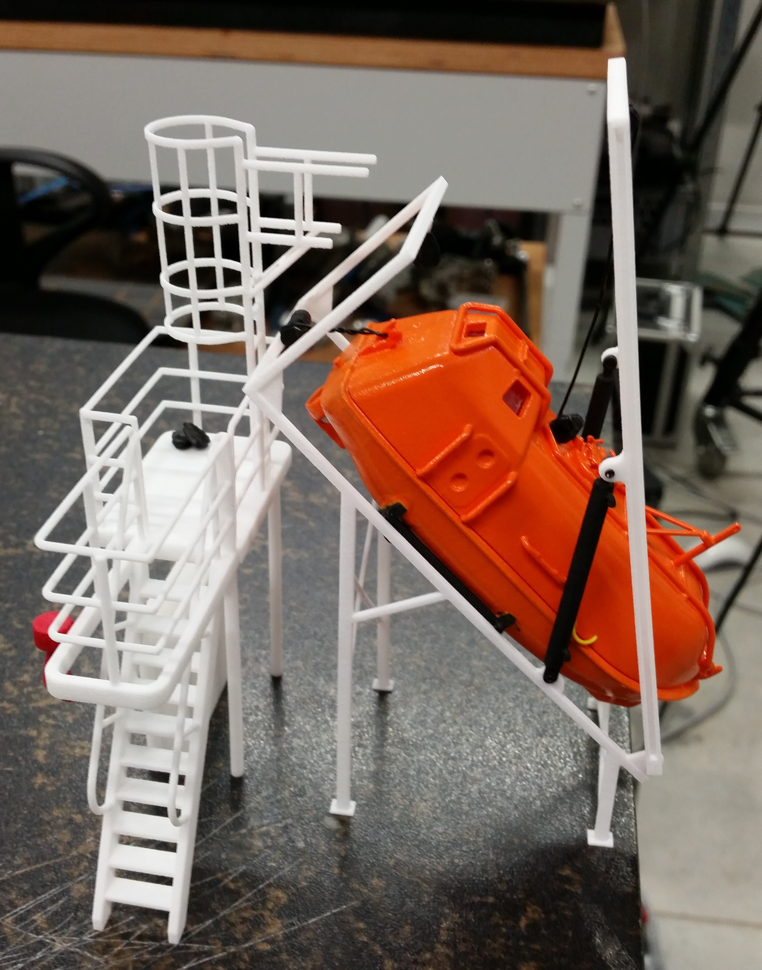 Freifallrettungsboot 1 (1).jpg