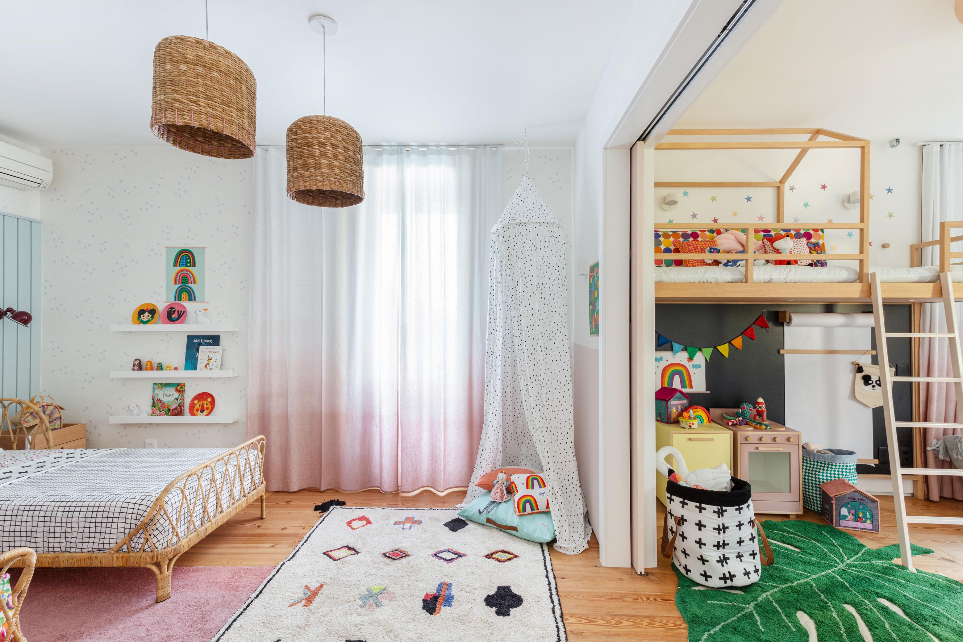 quarto e brinquedoteca integradosde irmas gêmeas