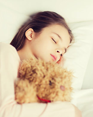 girl-sleeping-with-teddy-bear-toy-in-bed