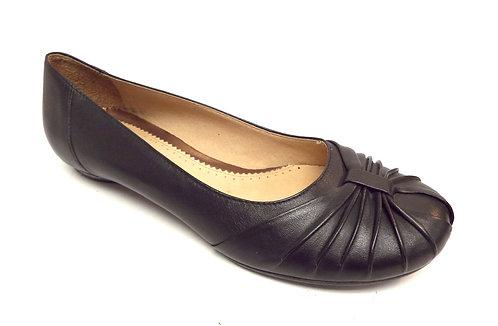CLARKS Artisan Black Round Toe Flat 7.5