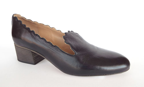 CHLOE LAUREN Black Leather Scallop Loafer Pump 39 / 8.5