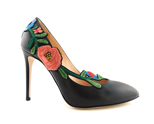 GUCCI Black Leather Flower Embroidered Pumps 39