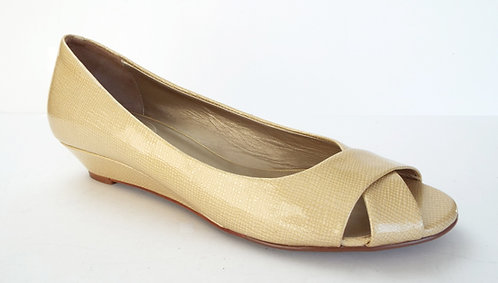 New COLE HAAN ELLY Gold Patent Open Toe Flat 10.5