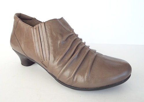 TAOS HIGHNESS Taupe Side Zip Ankle Bootie 9.5