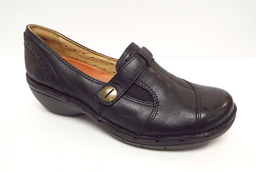 CLARKS Unstructured Black Leather Flat 6