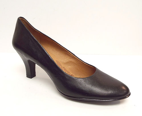 SOFFT Black Leather Classic Round Toe Pump 10