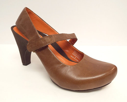 TSUBO Brown Mary Jane Pumps Heel