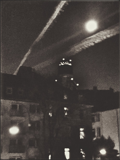 Frankfurt, Full Moon and Contrails