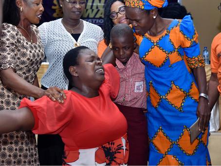 Conquering Poverty, Creating Opportunities. The Ubulu-Uku Experience. Kardinia Hope Foundation