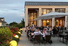 Essen auf der Terrasse.jpg