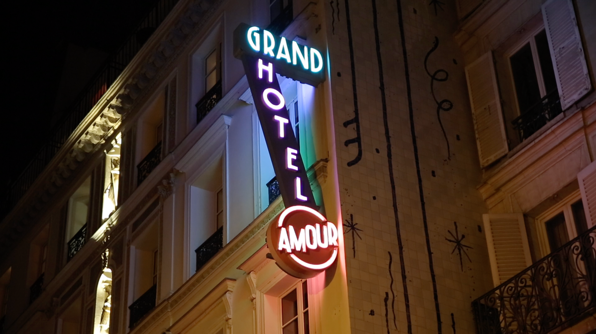 Hotel Grand Amour.png