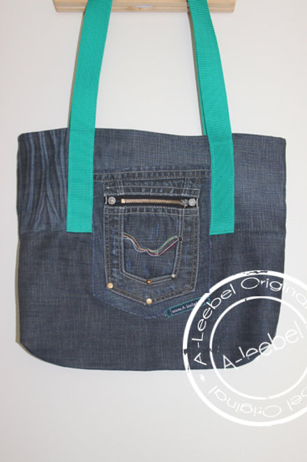 Tas van jeans met groen hengsel