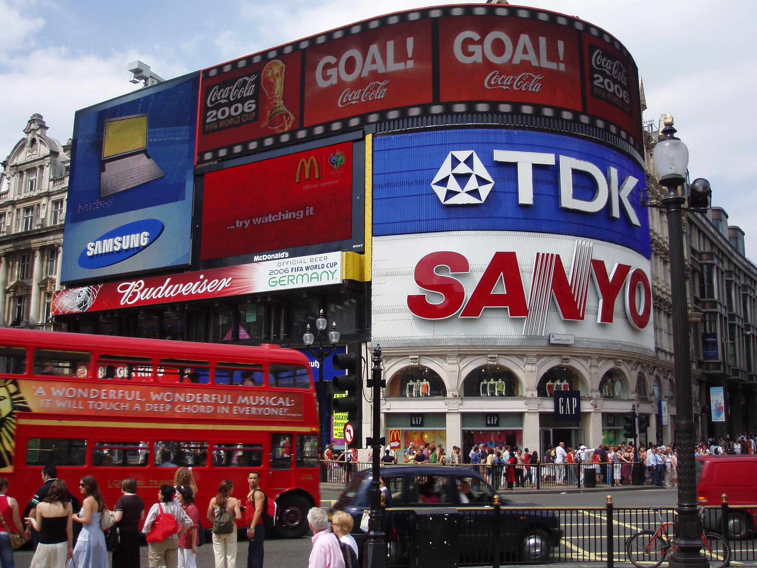 Plaza_de_Piccadilly_Circus_en_Londres