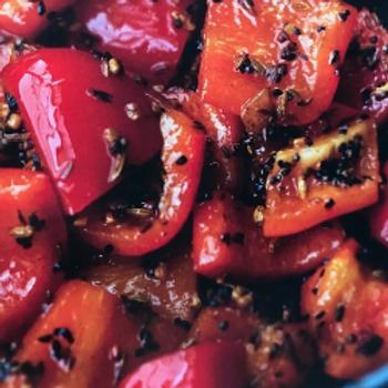 indiase ratatouille / paprika / tomaat / kriel / zwarte komijn / pompoenpitten