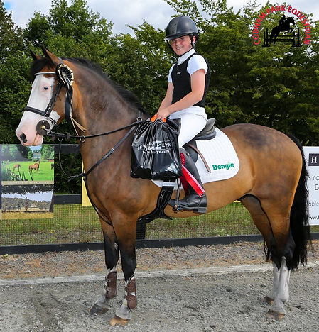 Codham Park Equestrian winner with Horslyx Prizes