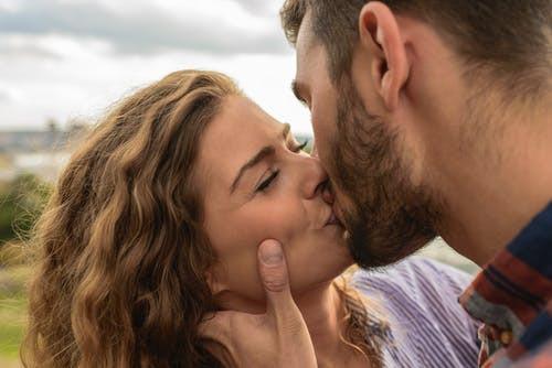 10 señales que estás con un violador incógnito