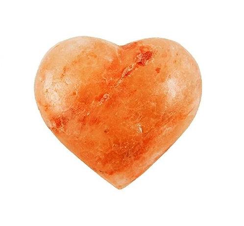 Corazón de sal rosada para masajes.