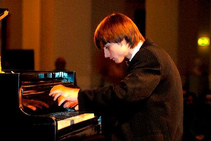 Szokolay Ádám Zsolt zongora