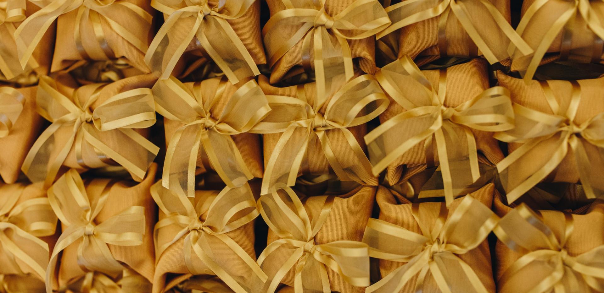 Embalagem em tecido e fita de organza com cetim
