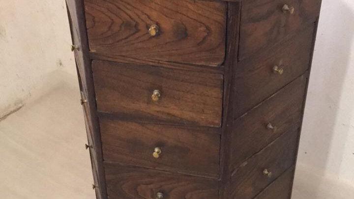 Mueble antiguo de botica