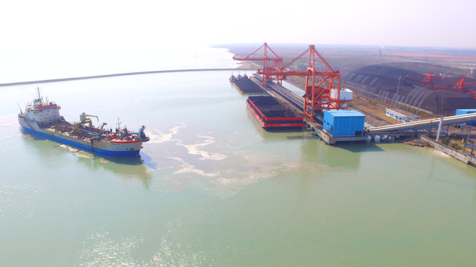 Indramayu coal-powered power station port facility dredging