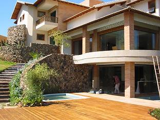 Lindo Deck e madeira maciça