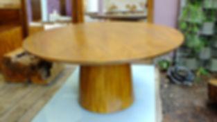 Mesa Cone de Madeira Maciça
