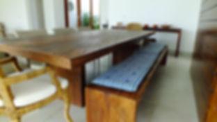 Mesa Rústica de Madeira de Demolição