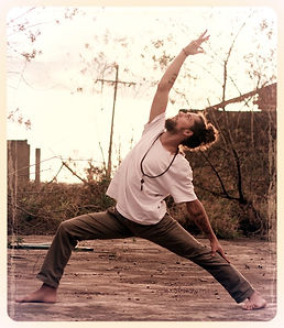 Parsva Virabadrasana II, Mukti Yoga Shala, Pedro Guimarães