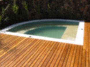 Deck de madeira maciça